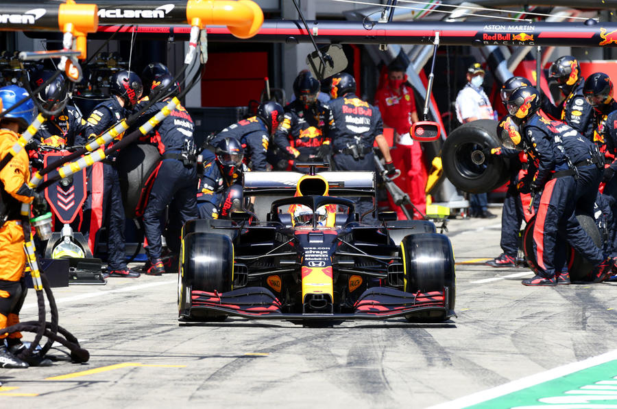 Beyond the scenes of Red Bull-Honda - pit lane