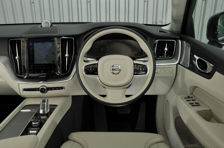 Volvo XC90 nearly new buying guide - dashboard