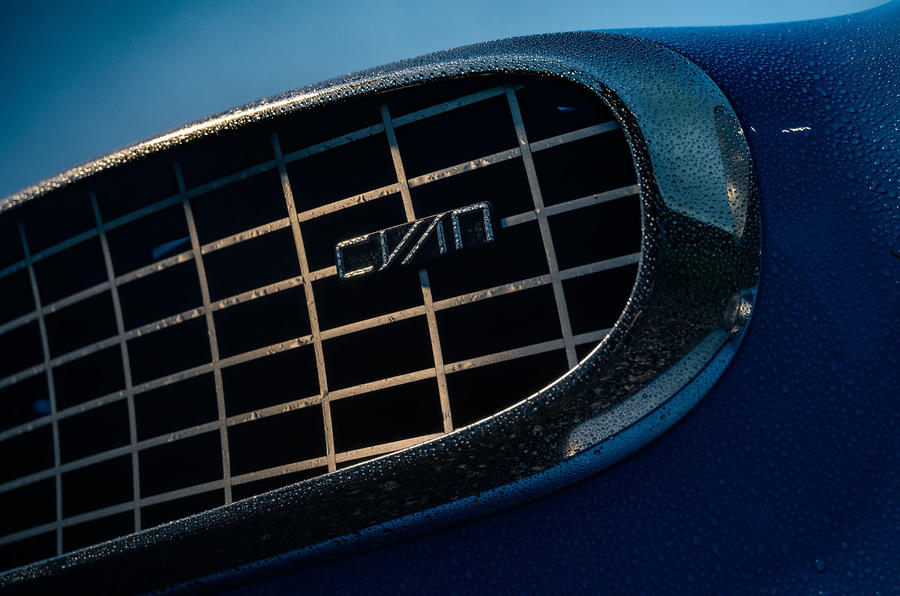 Cyan Volvo P1800 drive - bonnet
