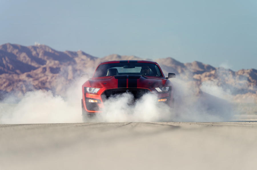 Ford Shelby Mustang GT500 official reveal - smoking tyres