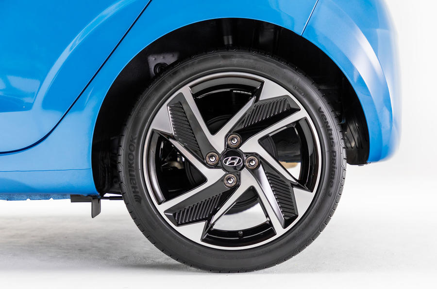 Hyundai i10 2019 reveal - studio alloy wheels