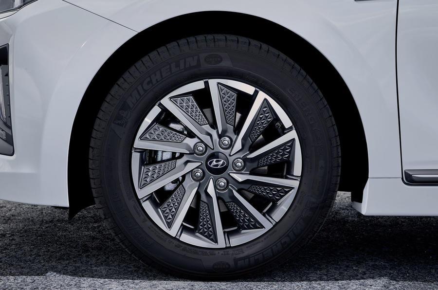 Hyundai Ioniq 2019 facelift official press - alloy wheels