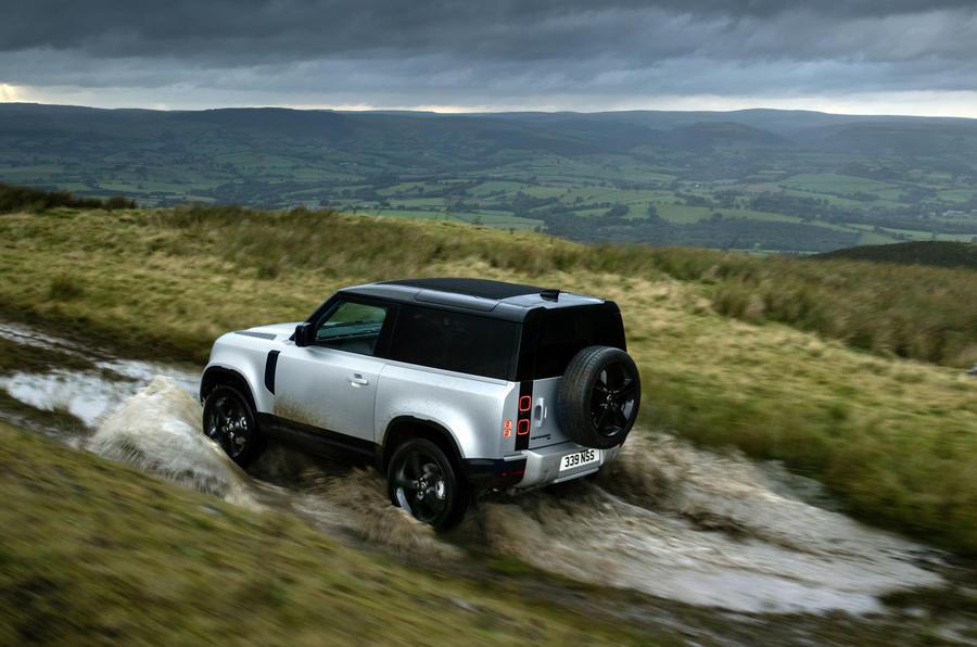 Land Rover Defender 90 MY2021 - tracking splash