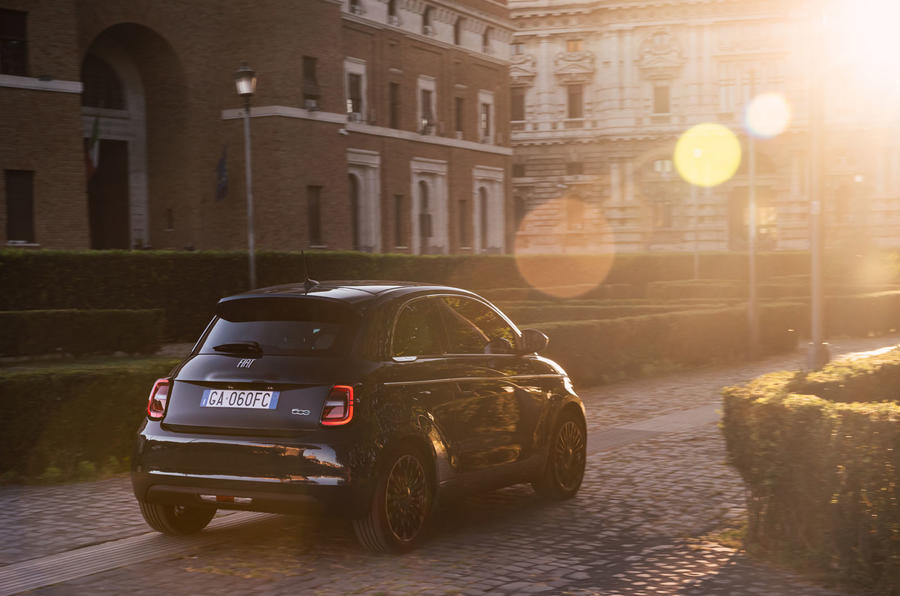 Fiat 500 electric 2020 official press images - tracking rear