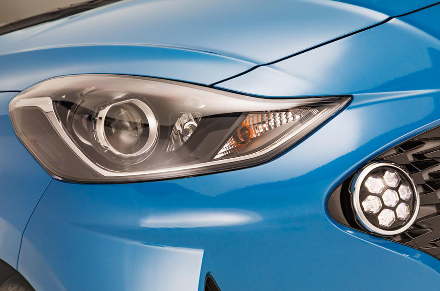 Hyundai i10 2019 reveal - studio headlights