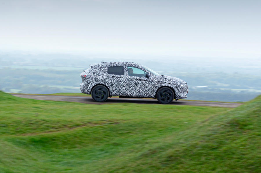 Nissan Qashqai official prototype images - tracking side
