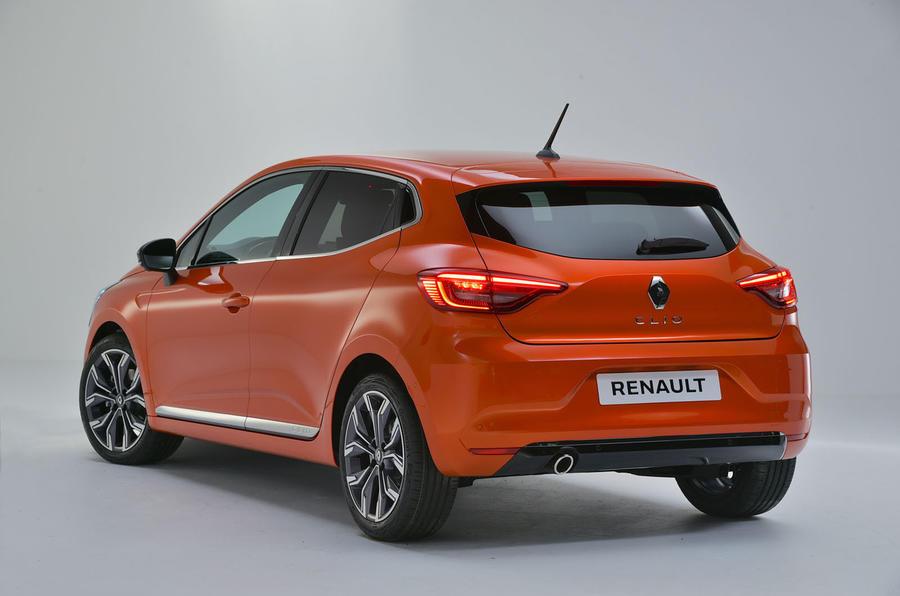 Renault Clio 2019 Autocar studio static - hero rear