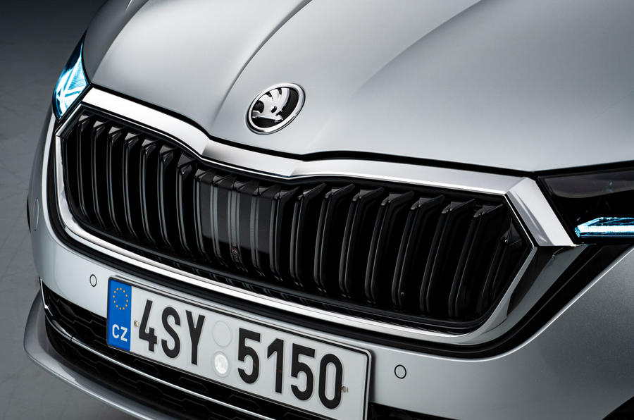 2020 Skoda Octavia estate official studio - front grille