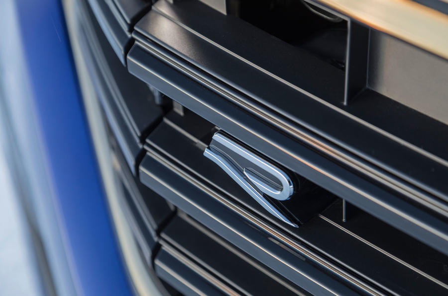 Volkswagen Touareg R 2020 official reveal images - front grille badge