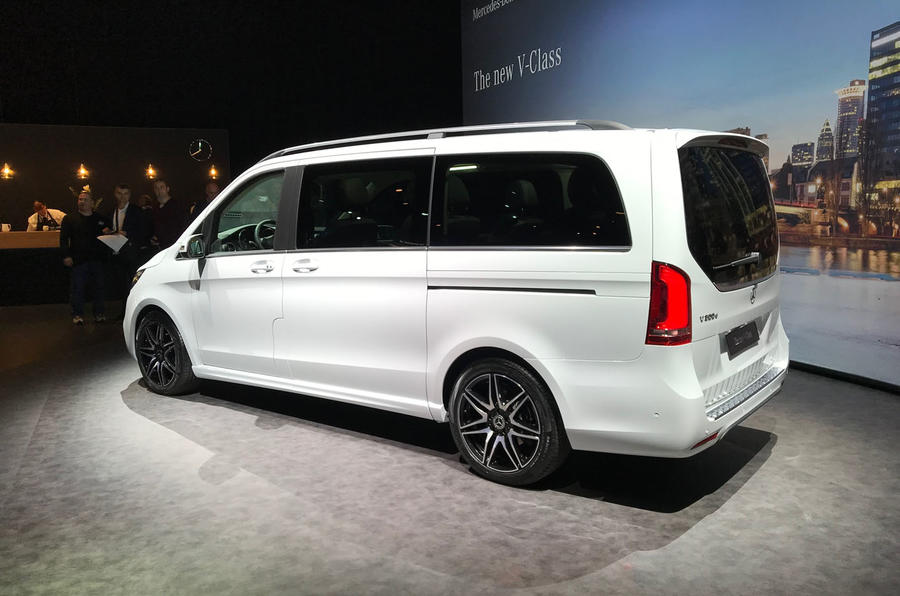 Mercedes-Benz V-Class 2019 reveal - side (white)
