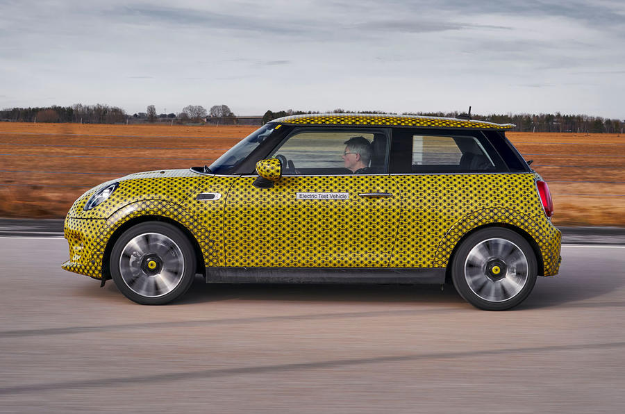 Mini Cooper SE prototype drive 2019 - hero side