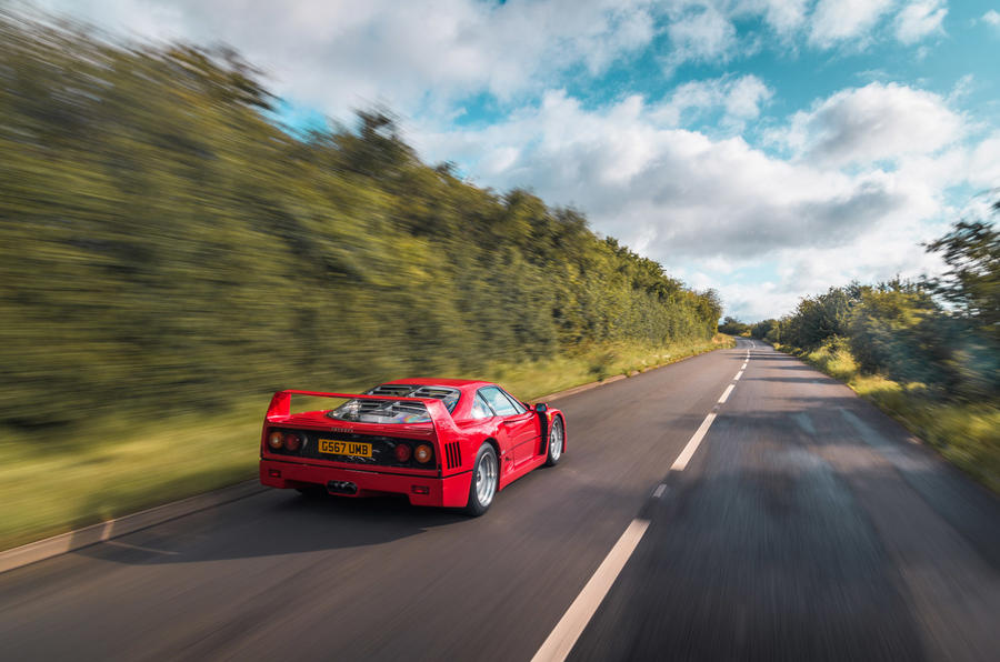 Ferrari F40 - tracking rear