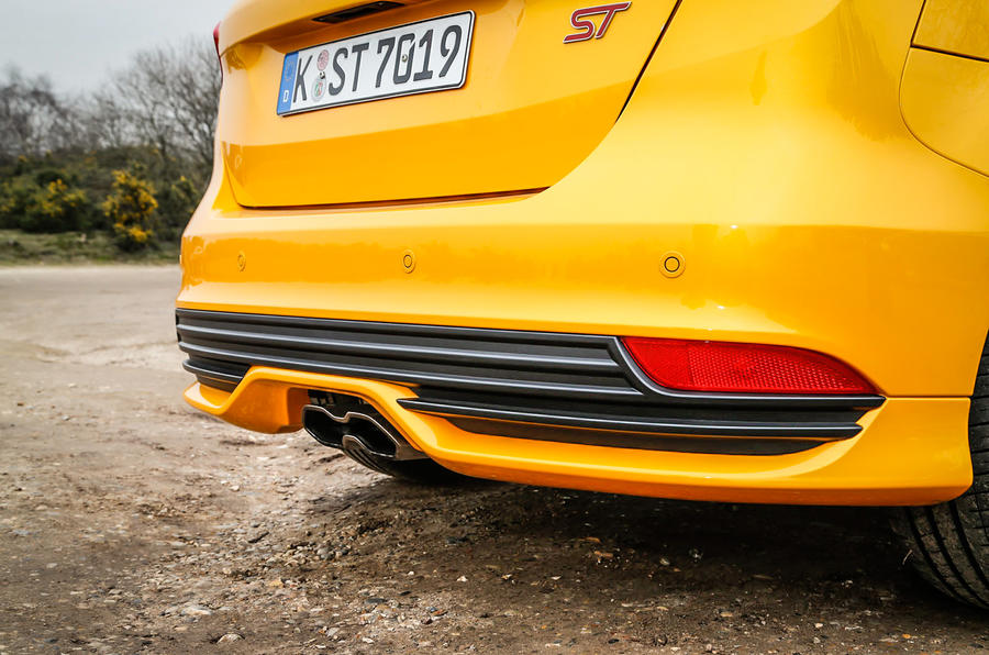Twin-exhaust Ford Focus ST-3