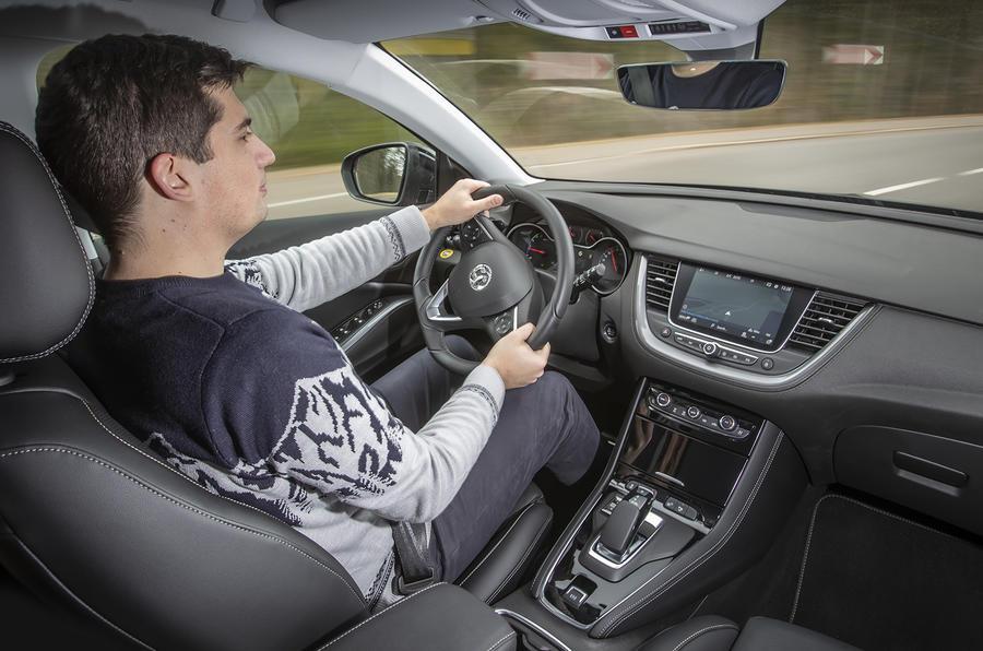 Vauxhall Grandland X Hybrid4 2020 first drive review - Tom Morgan driving