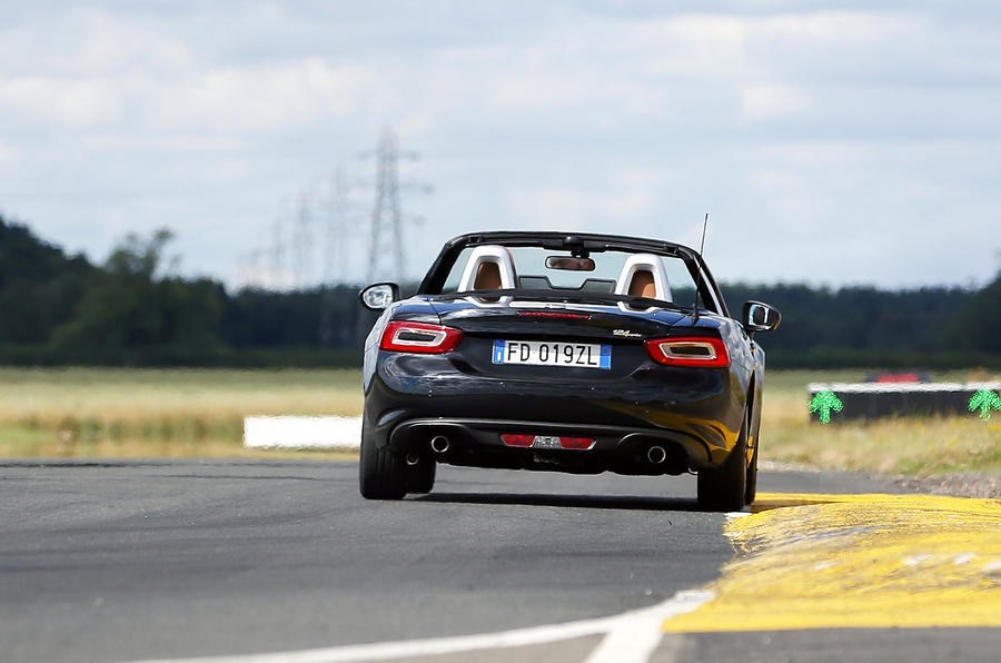 Fiat 124 Spider Lusso Plus rear