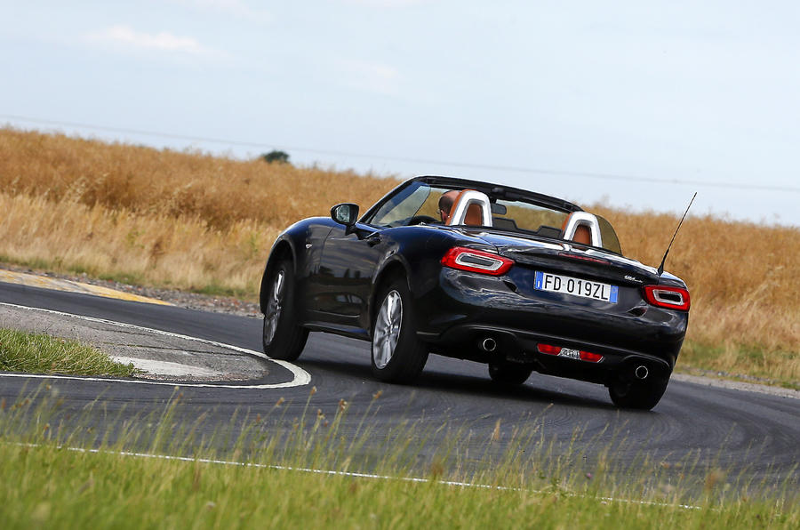 Fiat 124 Spider rear cornering