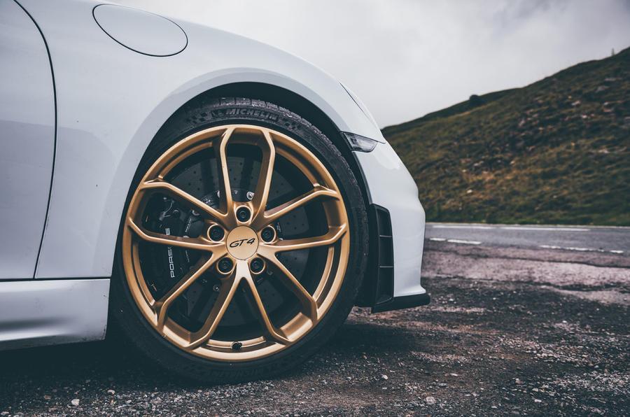 Porsche 718 Cayman GT4 static - wheel