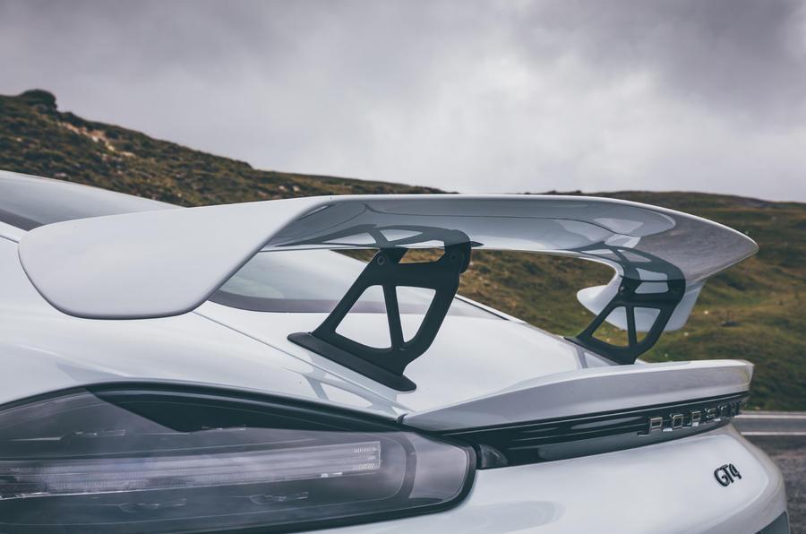 Porsche 718 Cayman GT4 static - spoiler