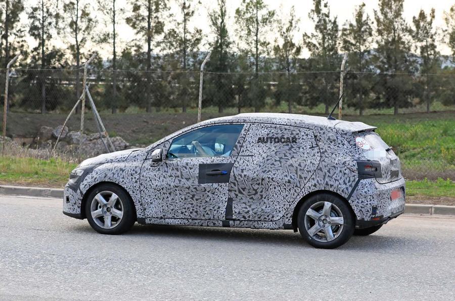 2019 Renault Clio spy shot