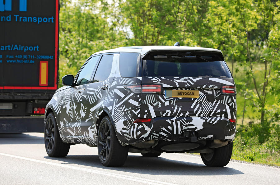 2021 Land Rover Discovery: prototype of facelifted SUV ...