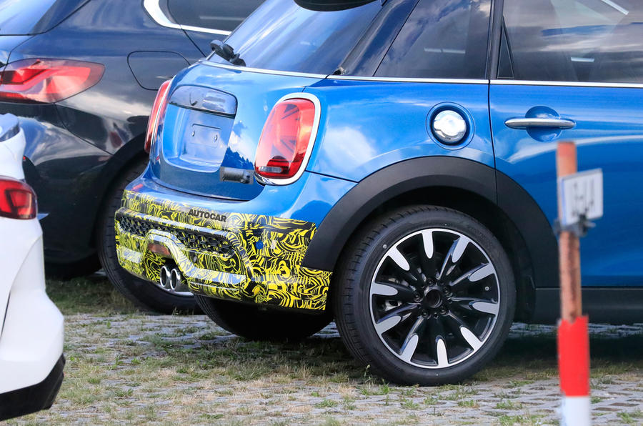 2021 Mini Cooper S facelift prototype - rear