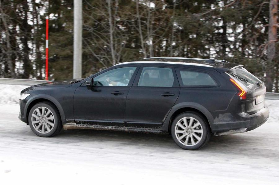 Volvo V90 facelift spyshots side close