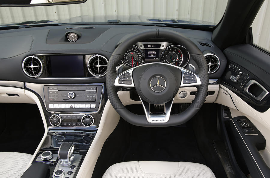 Mercedes-AMG SL 63 dashboard