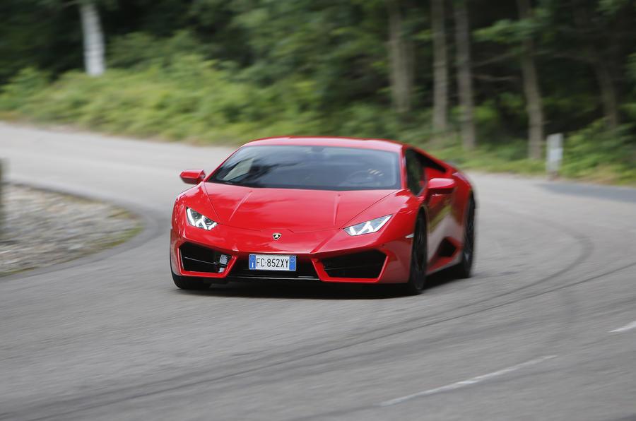 Lamborghini Huracan LP580-2 cornering