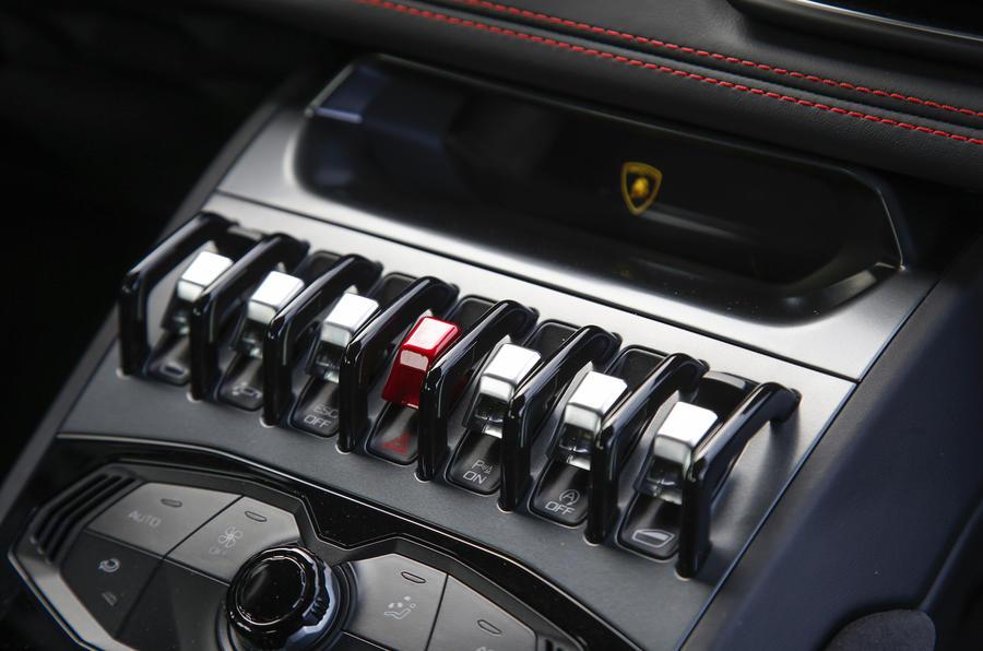Lamborghini Huracan LP580-2 centre console