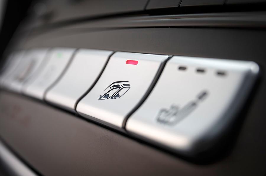 Mercedes-AMG A 45 exhaust enhancer