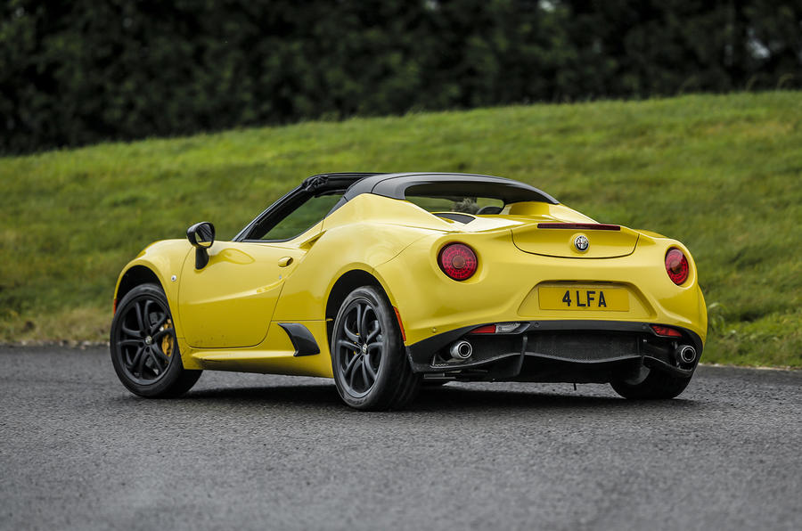 Alfa Romeo 4C Spider rear cornering
