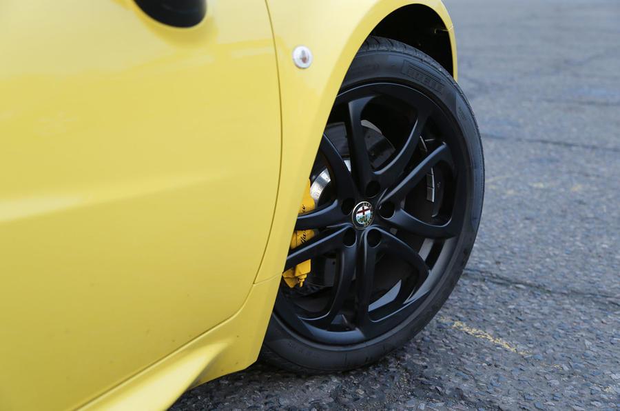 Alfa Romeo 4C Spider black alloys