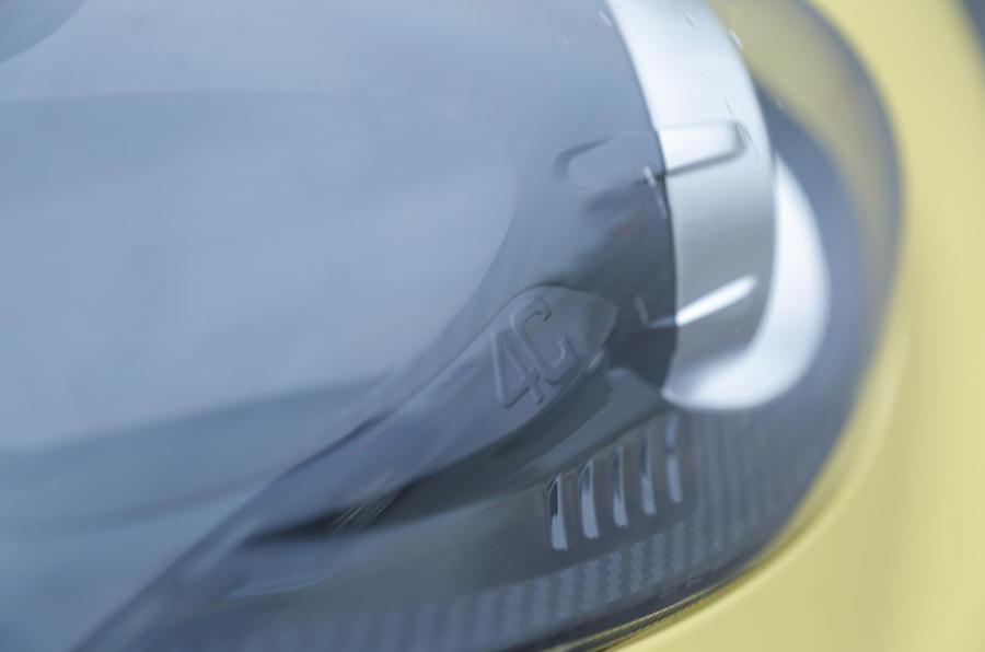 Alfa Romeo 4C xenon lights
