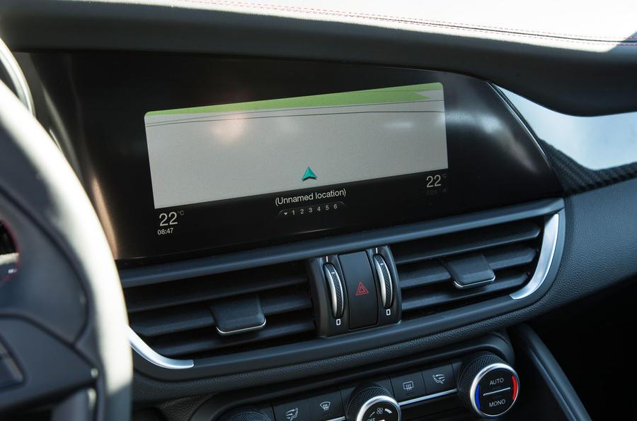 Alfa Romeo Giulia Quadrifoglio infotainment