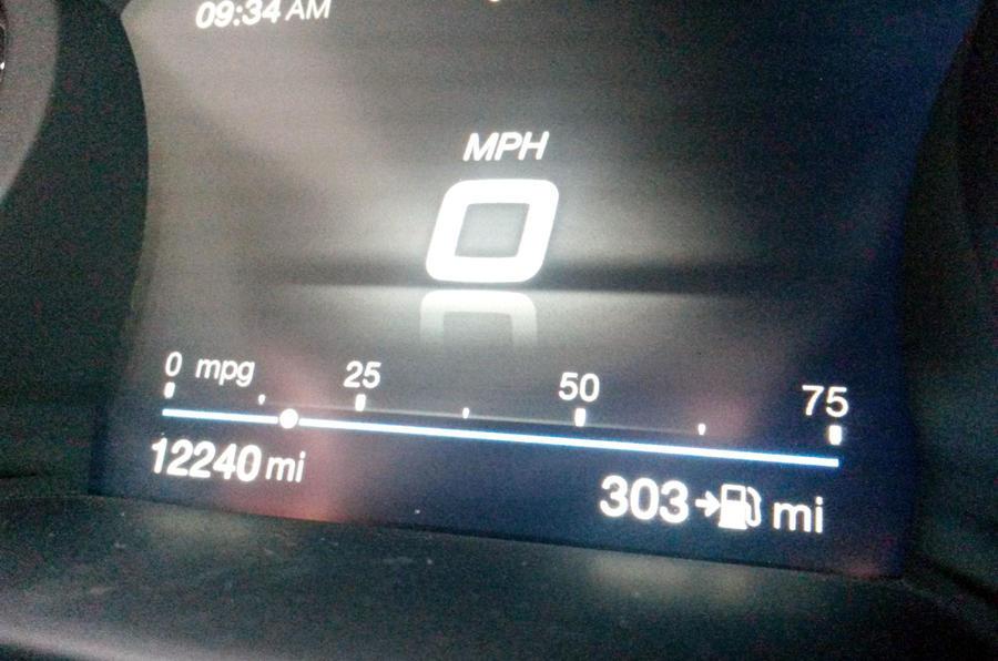 Alfa Romeo Giulia Quadrifoglio fuel gauge