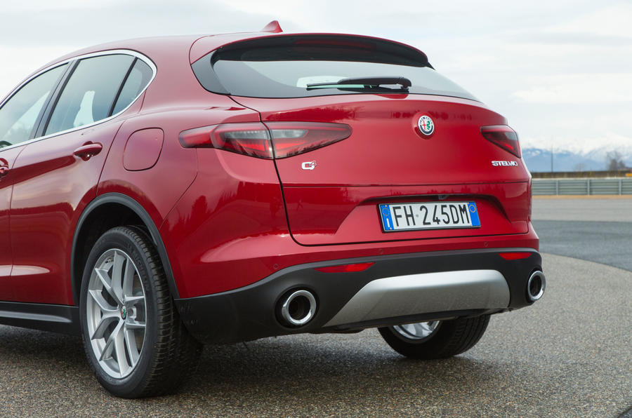 alfa romeo stelvio 2 0 280 super awd 2017 review review autocar. Black Bedroom Furniture Sets. Home Design Ideas