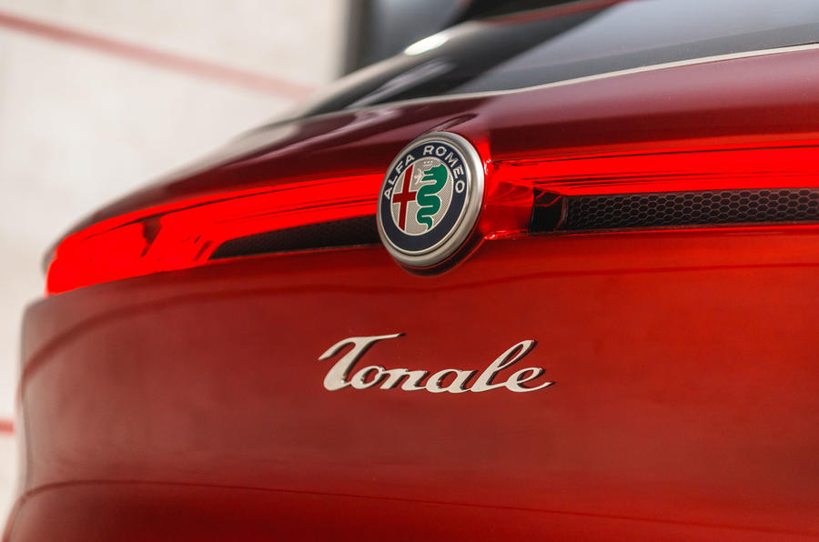 Alfa Romeo Tonale rear light and badge
