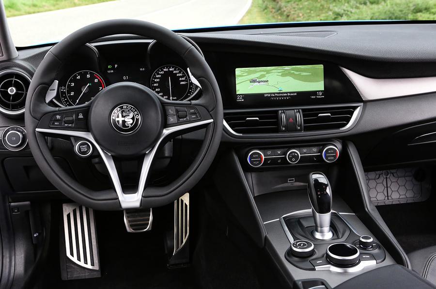 Alfa Romeo Giulia Veloce dashboard
