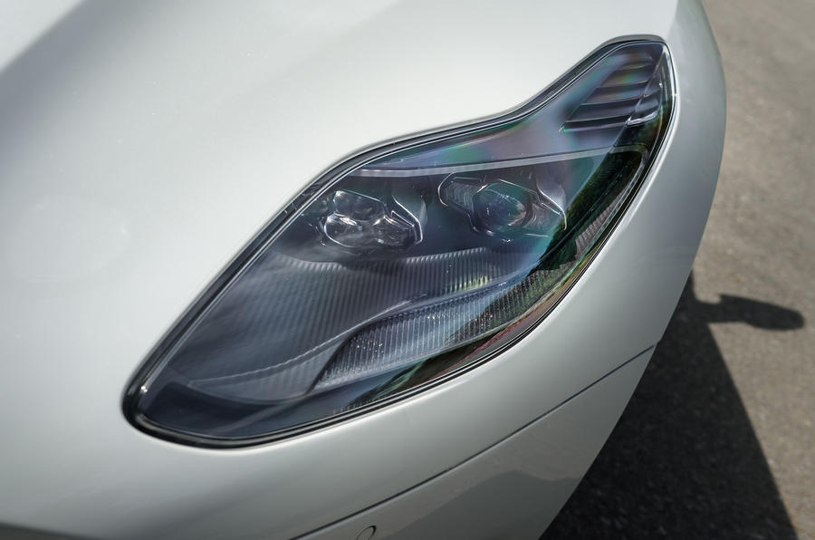 Aston Martin DB11 V8 LED headlights