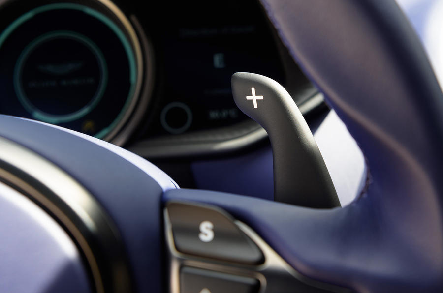 Aston Martin DB11 V8 paddles shifters
