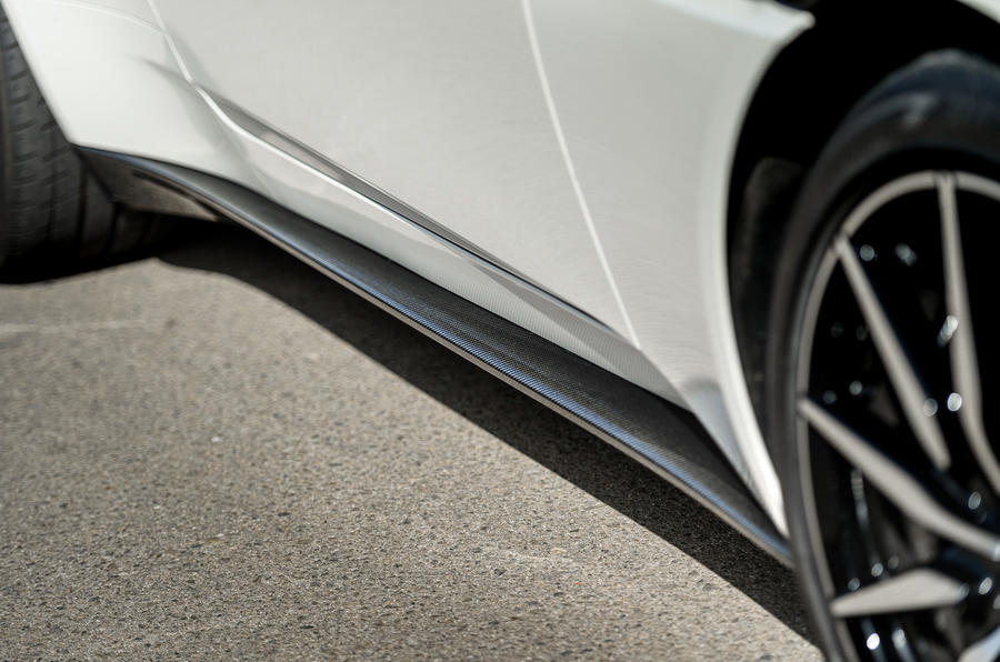 Aston Martin DB11 V8 side sills