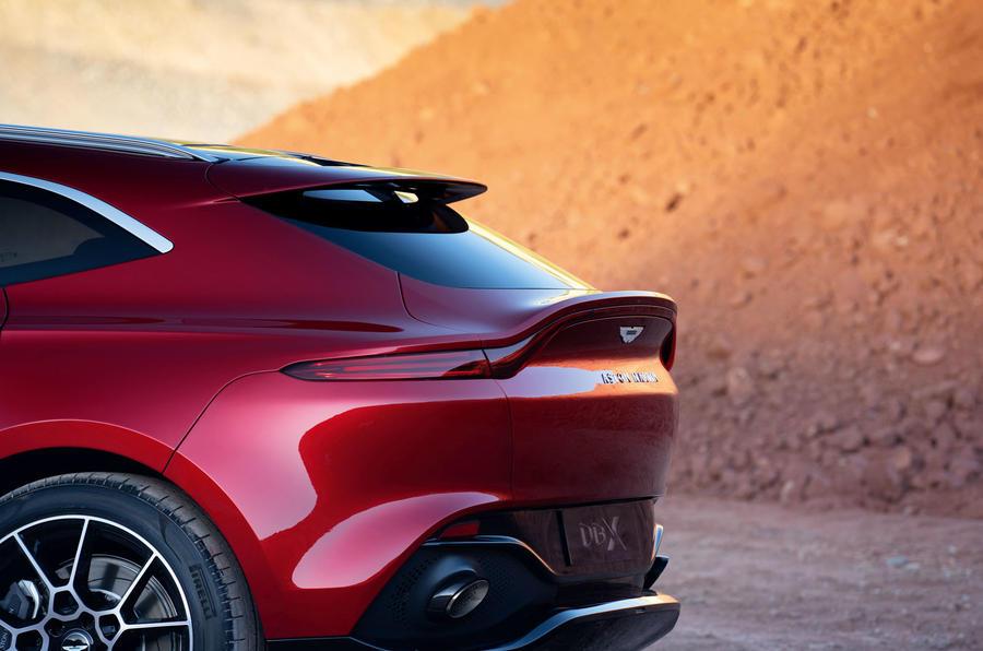 Aston Martin DBX 17