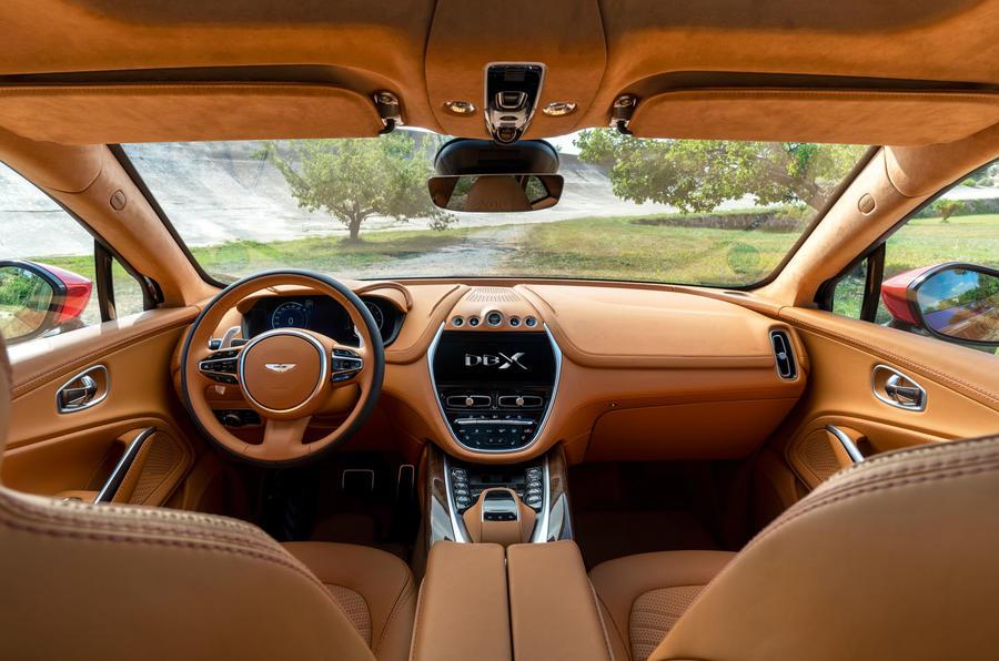 Aston Martin DBX 21