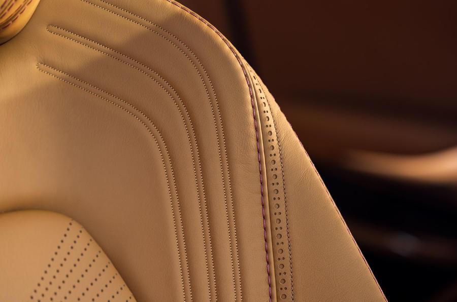 Aston Martin DBX 25