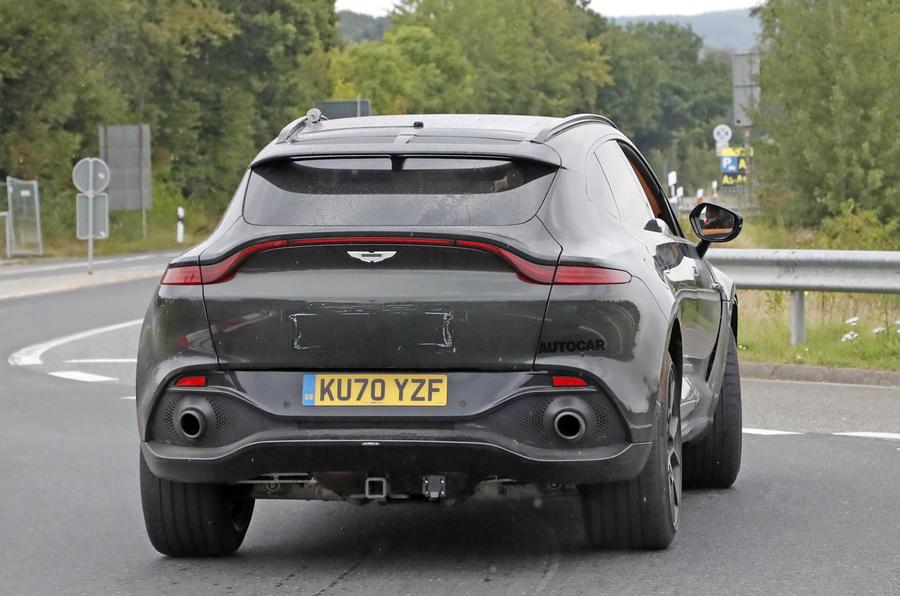 Aston Martin DBX V12 22
