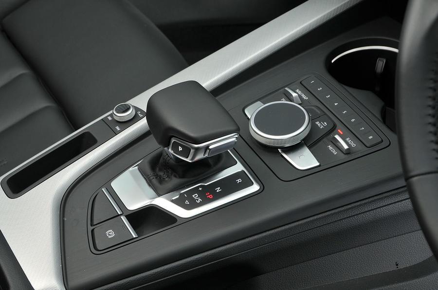 Audi A4 Allroad quattro Sport 3.0 TDI 218 S tronic gear selector