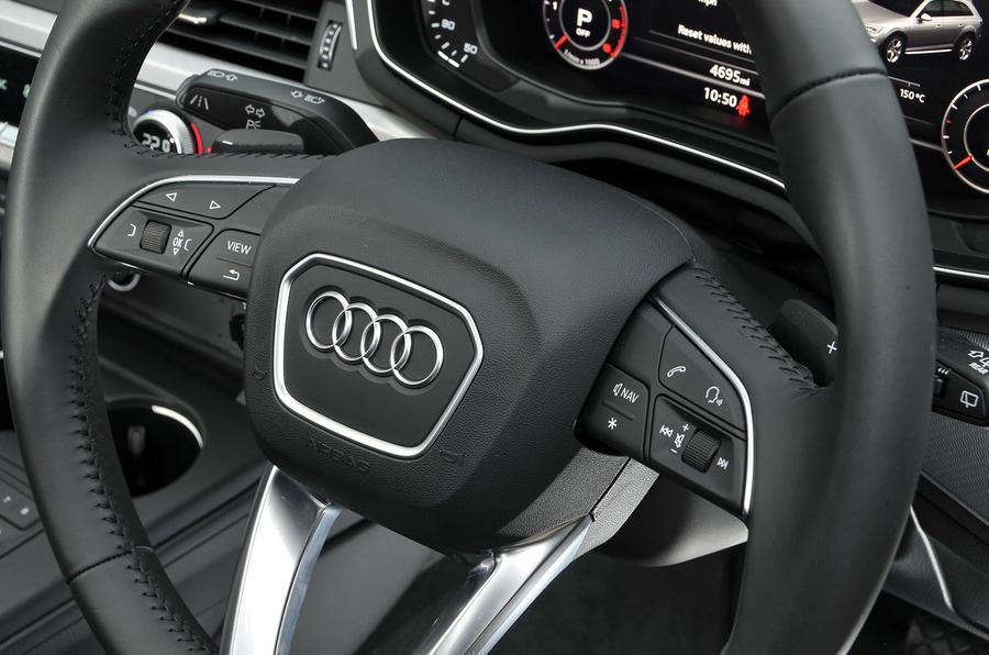 Audi A4 Allroad quattro Sport 3.0 TDI 218 S tronic steering wheel