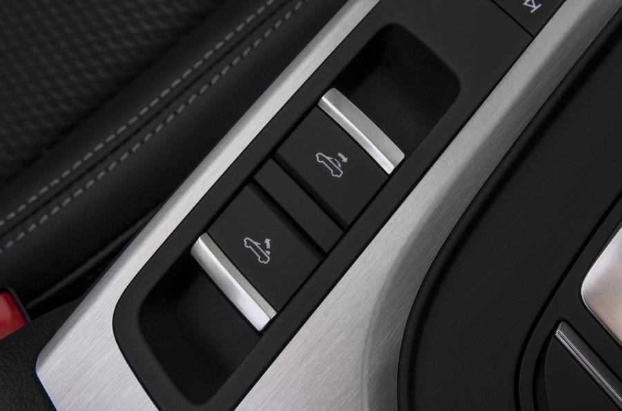 Audi A5 Cabriolet convertible controls