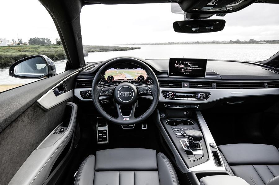 Audi A5 3.0 TDI quattro 286 dashboard