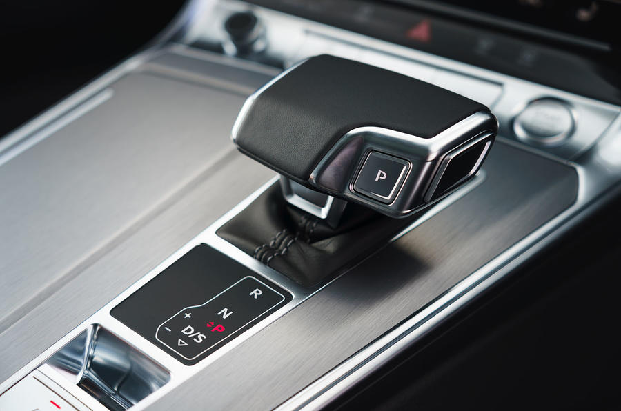 audi-a6-2018-uk-04-interior-gearstick